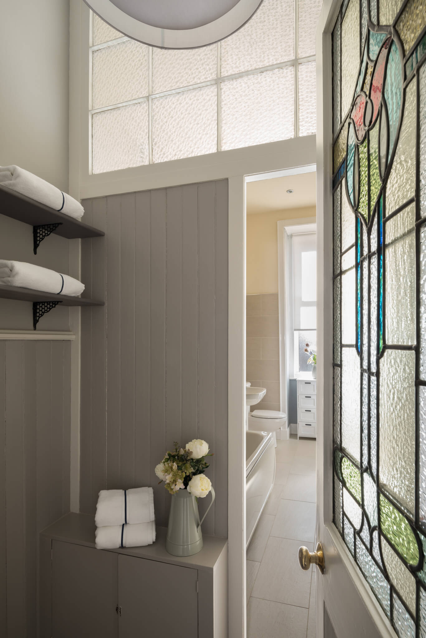 Print-Bathroom-Chelsea-Mclaine-Interiors-Introductory-Shoot-©ZACandZAC