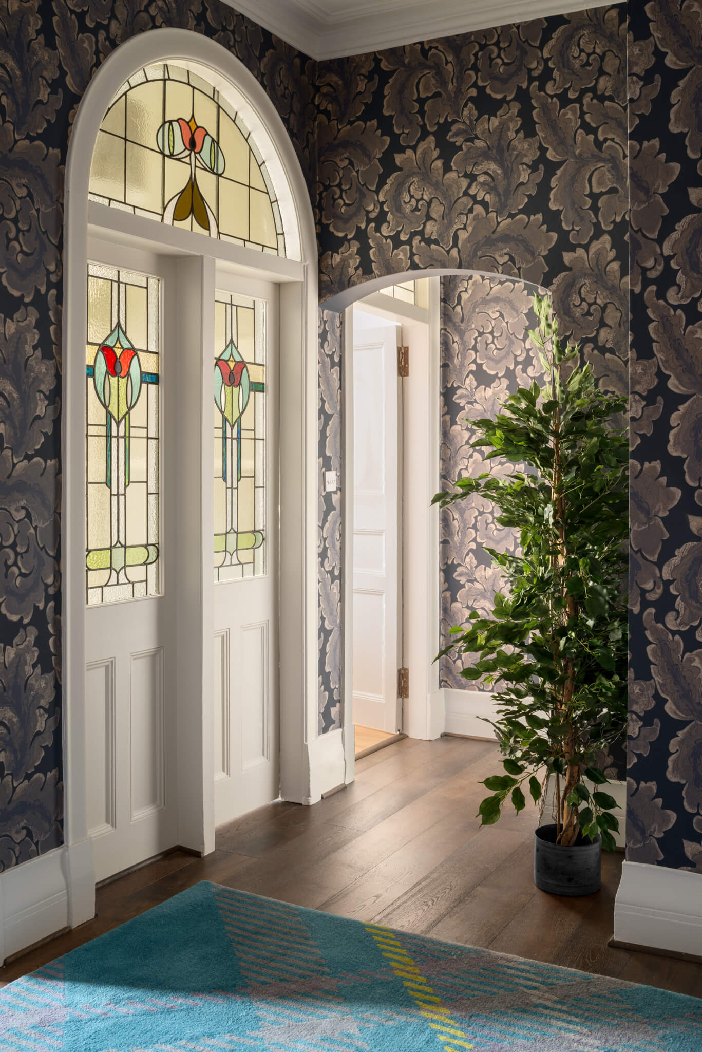 Print-Hall-to-Glass-Doors-Chelsea-Mclaine-Interiors-Introductory-Shoot-©ZACandZAC