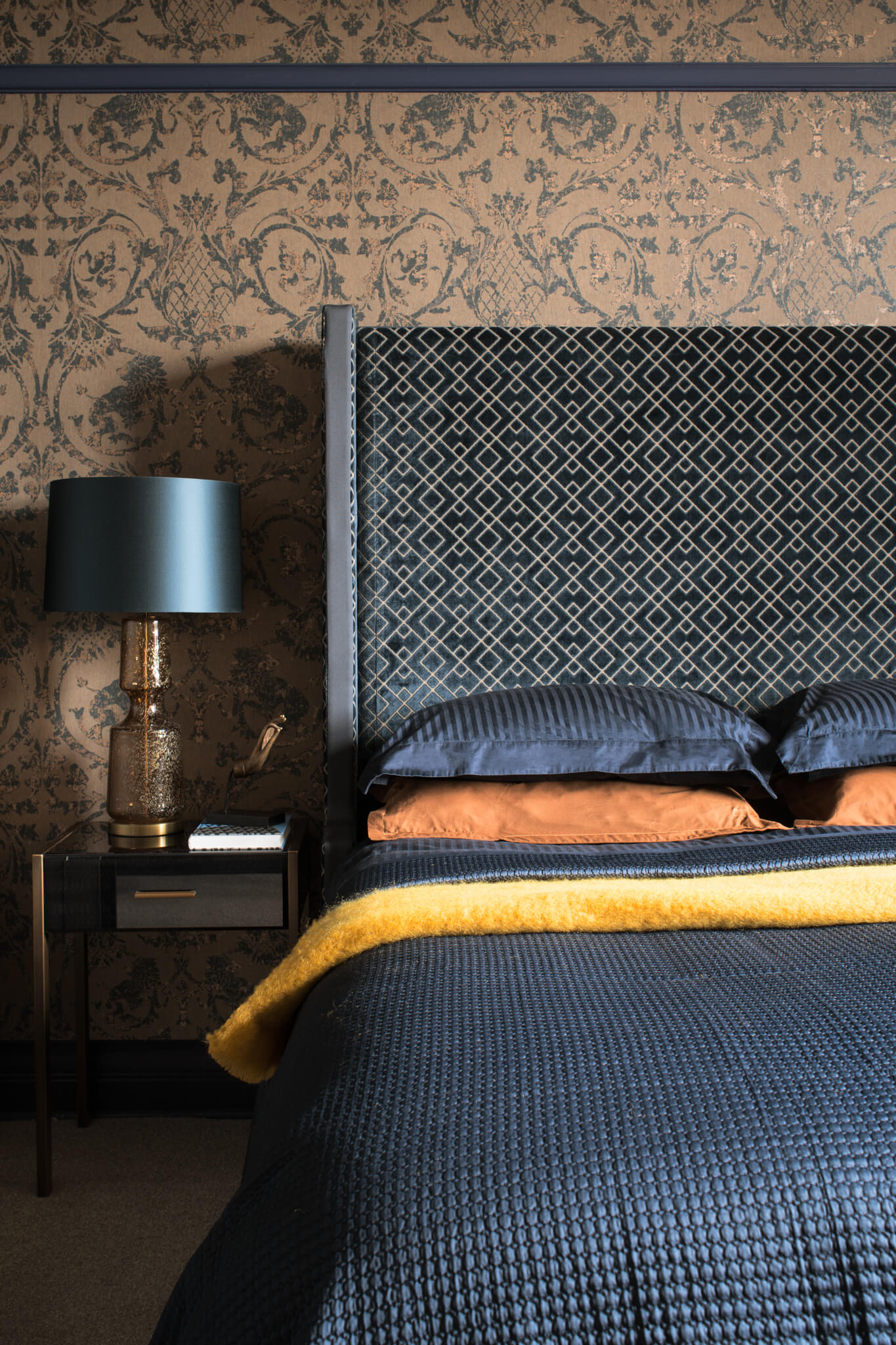 Print-Masterbedroom-onepoint-Chelsea-Mclaine-Interiors-Introductory-Shoot-©ZACandZAC